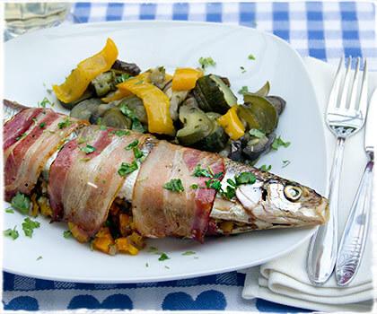 Pikant gefüllter Fisch vom Grill