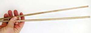 Holzstäbe von Silvester-Raketen sind ideale Pflanzenstäbe für den Chili Anbau.