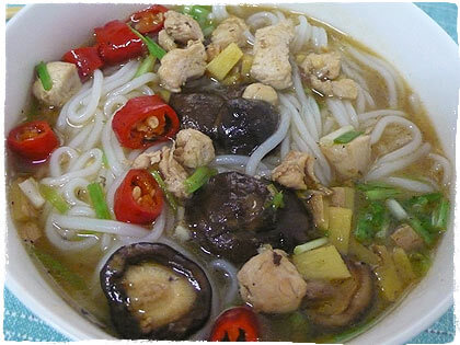 Tang Fen (Reisnudel-Suppe) mit Shiitake und Huhn