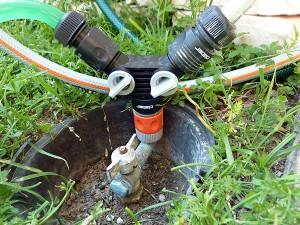 Kupplung mit zwei Abzweigungen am Wasserhahn