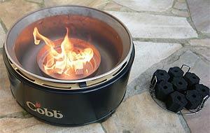 Anfeuern des Cobb-Grills