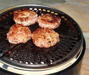 Burger braten mit dem Cobb Grill