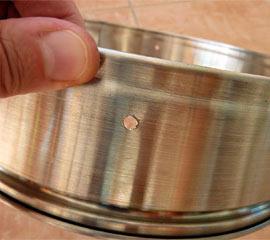 Löcher für die rostfreien Schrauben