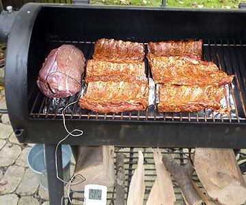 Beef und Ribs im Smoker