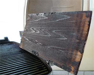 Pepperworld Grillplanke auf dem Weber Elektrogrill