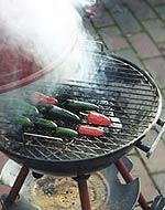 Experiment: Chili-Räuchern auf dem Grill