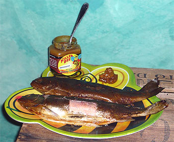Heißgeräucherte Forellen, dazu Killer Bee Horseradish Mustard