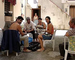 Die Trattoria-Familie bei der Arbeit