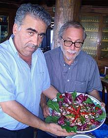 Palmino Raffo (links), Chef des Hauses, präsentiert Gnocchetti Sabbia d'Oro