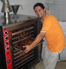 Ofenladung frisch gebackener Cosenza-Feigen
