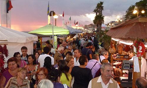 Festival-Meile auf dem Lungomare in Diamante