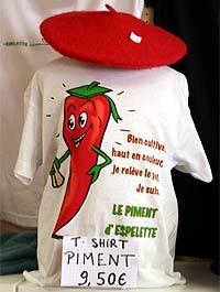 Espelette Festival-T-Shirt und Baskenmütze