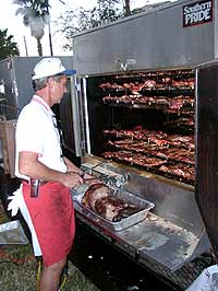 Profi-Griller an einem mobilen Barbecue Smoker