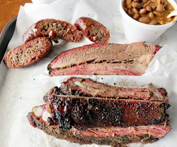 Fleisch und Wurst mit feinem Smoke-Ring