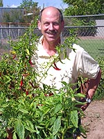 """Pope of Peppers"" Dave DeWitt in seinem Garten in  Albuquerque (New Mexico)."