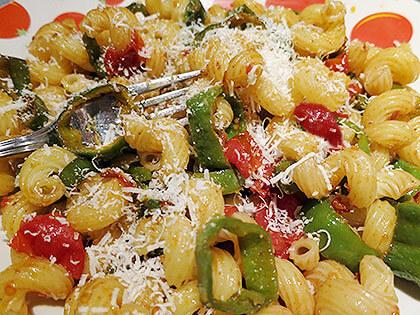 Penne mit Tomaten und Friggitelli