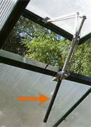 Automatische Fensteröffner sind für das Chili Gewächshaus sehr praktisch.