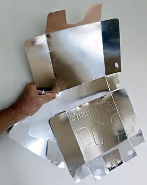 Chili-Tipp 8: Leere Schokokuss-Box können dank ihrer Alu-Beschichtung als Reflektoren verwendet werden.