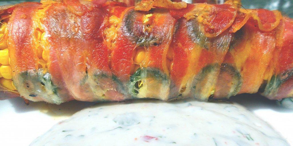 Chili-Bacon-Maiskolben mit mexikanischer Sauce