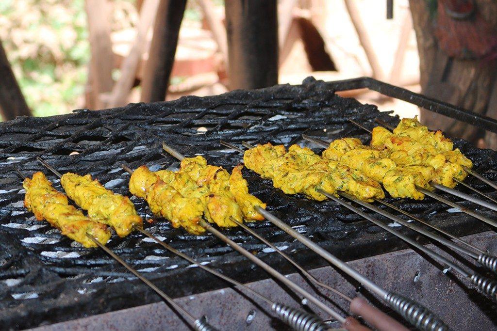 Marokkanische Hähnchenspieße vom Grill mit Couscous