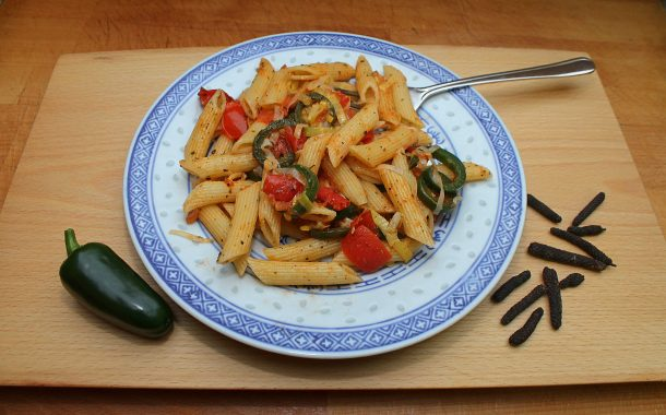 Schnelle Jalapeno-Tomaten-Nudelpfanne